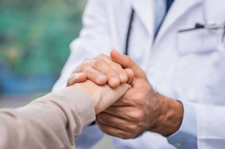 https://www.legacyhospicecares.com/wp-content/uploads/2018/04/Patient-care-667827758_728x483.jpeg
